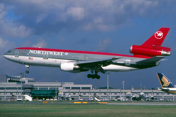N220NW - Northwest Airlines McDonnell Douglas DC-10-30