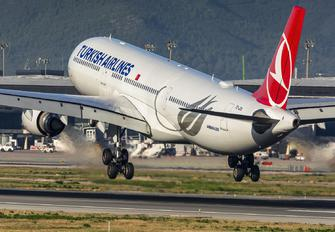 TC-JOA - Turkish Airlines Airbus A330-300