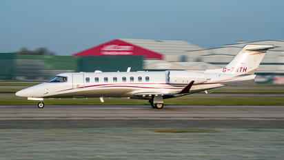G-ZNTH - Qatar Airways Learjet 75