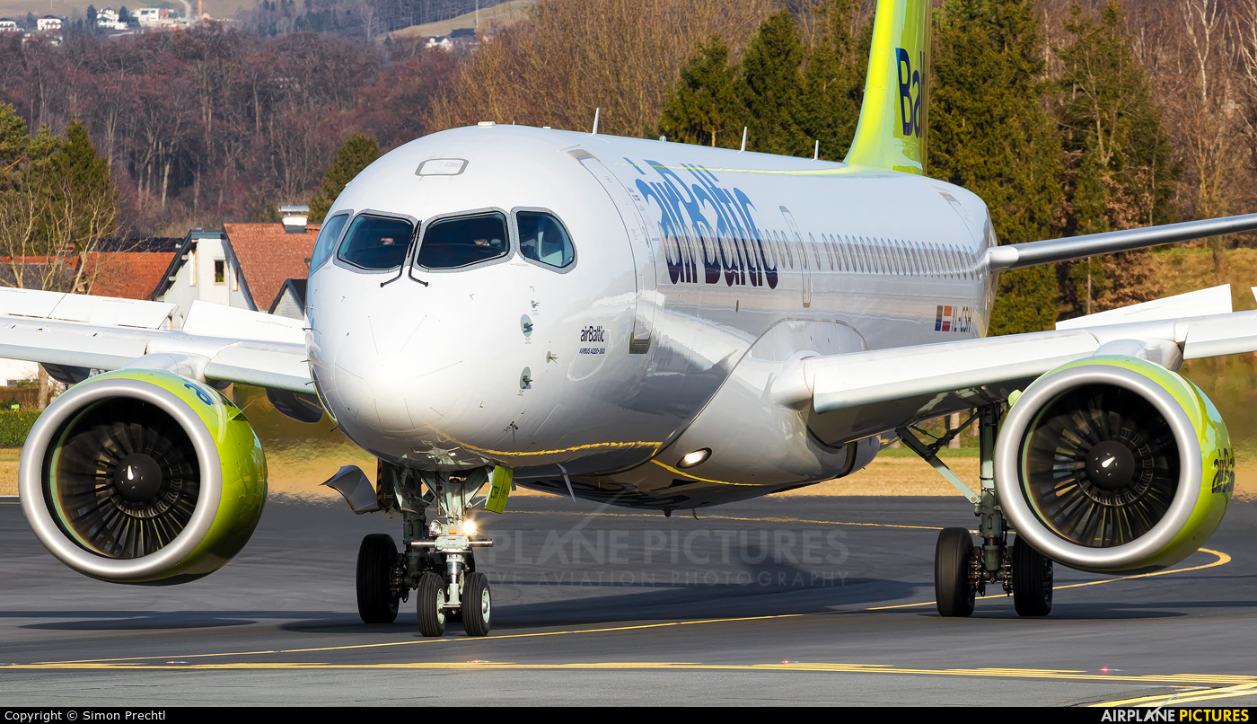 Air Baltic YL-CSH aircraft at Salzburg