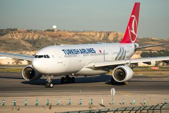 TC-LOH - Turkish Airlines Airbus A330-200