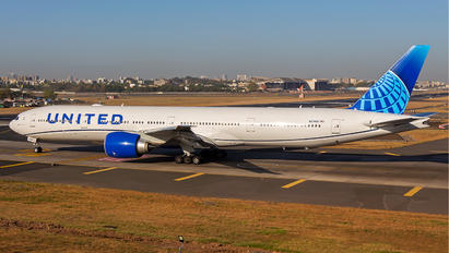 N2749U - United Airlines Boeing 777-300ER
