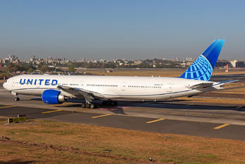N2749U - United Airlines Boeing 777-300ER