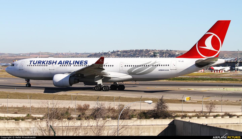 Turkish Airlines TC-JIS aircraft at Madrid - Barajas