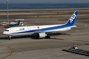 JA8275 - ANA - All Nippon Airways Boeing 767-300