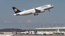 D-AIUW - Lufthansa Airbus A320 aircraft
