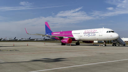 HA-LXY - Wizz Air Airbus A321
