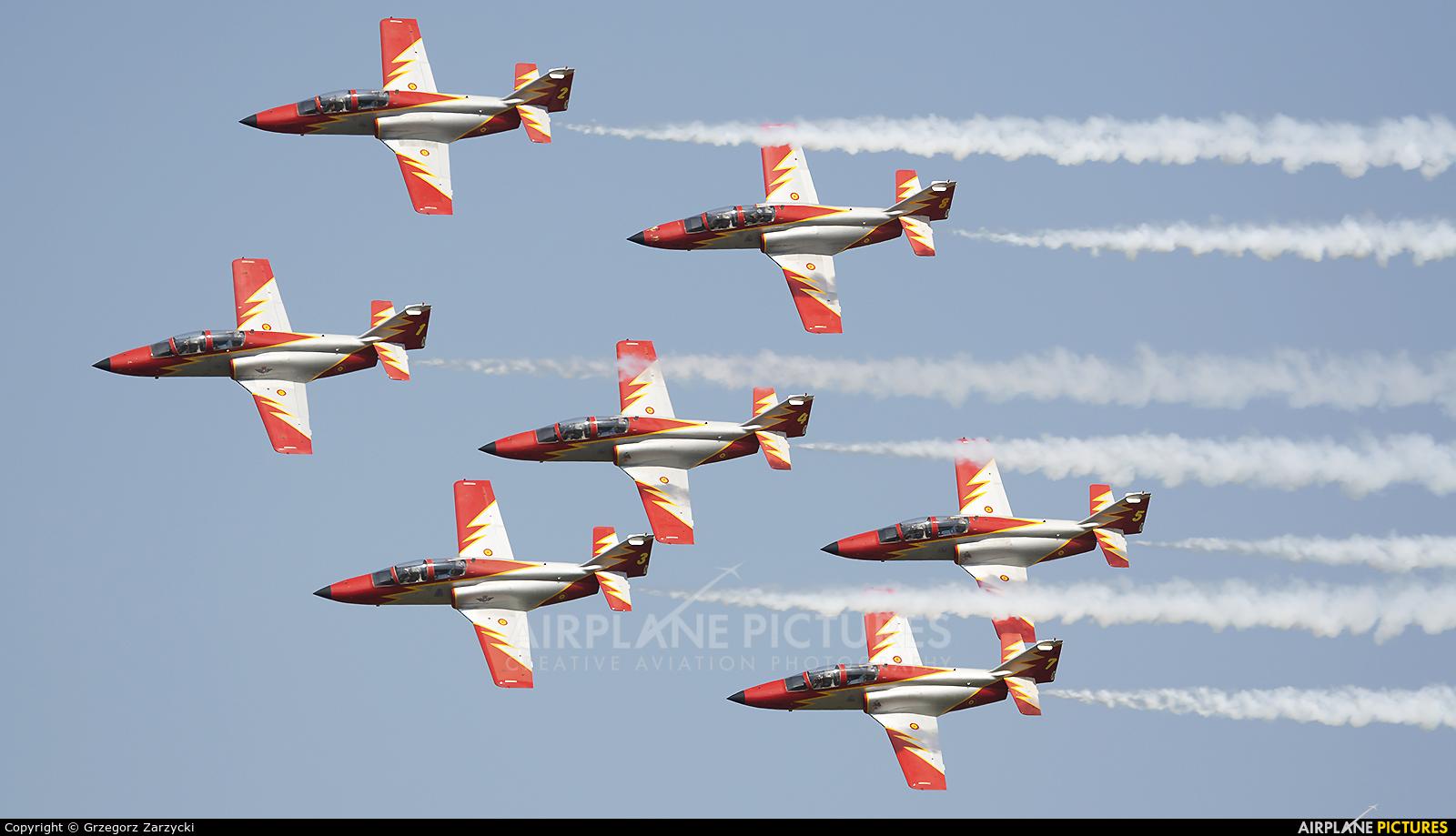 Spain - Air Force : Patrulla Aguila E.25-21 aircraft at Radom - Sadków