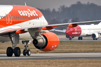 OE-INH - easyJet Europe Airbus A320