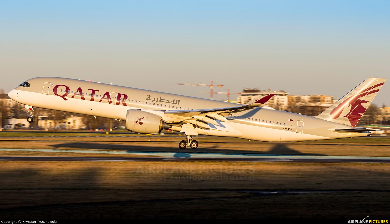 Qatar Airways A7-ALJ aircraft at Warsaw - Frederic Chopin