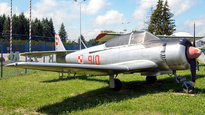 910 - Poland - Air Force PZL TS-8 Bies