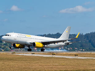 EC-MFL - Vueling Airlines Airbus A320