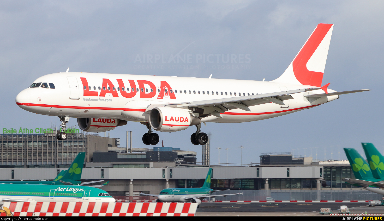 LaudaMotion OE-LOS aircraft at Dublin