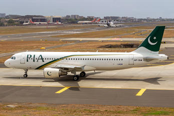 AP-BLW - PIA - Pakistan International Airlines Airbus A320