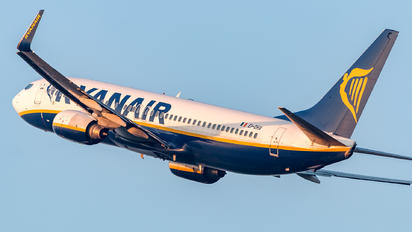 EI-DHX - Ryanair Boeing 737-800