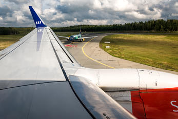 LN-RRB - SAS - Scandinavian Airlines Boeing 737-700