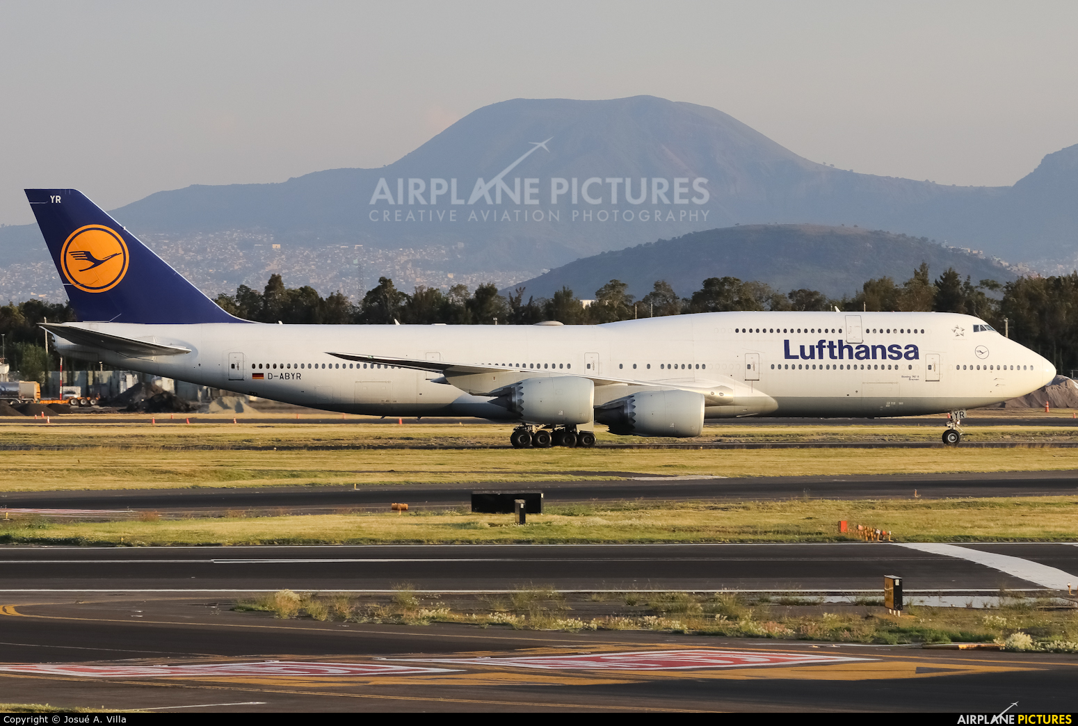 Lufthansa D-ABYR aircraft at Mexico City - Licenciado Benito Juarez Intl