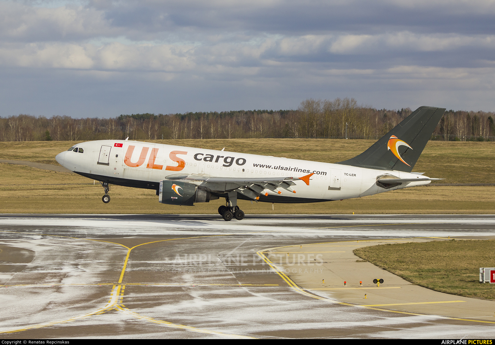 ULS Cargo TC-LER aircraft at Vilnius Intl