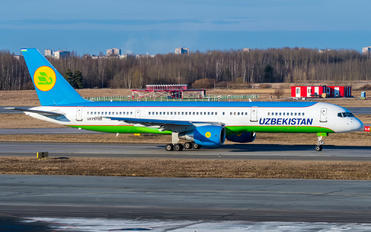 UK75705 - Uzbekistan Airways Boeing 757-200WL