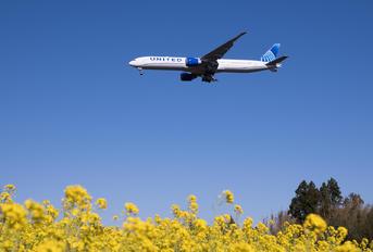 N2251U - United Airlines Boeing 777-300ER
