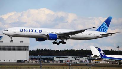 N225IU - United Airlines Boeing 777-300ER