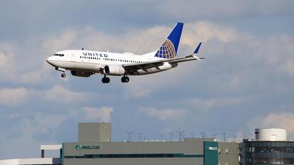 N29717 - United Airlines Boeing 737-700