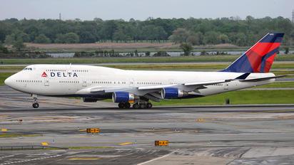 N672US - Delta Air Lines Boeing 747-400