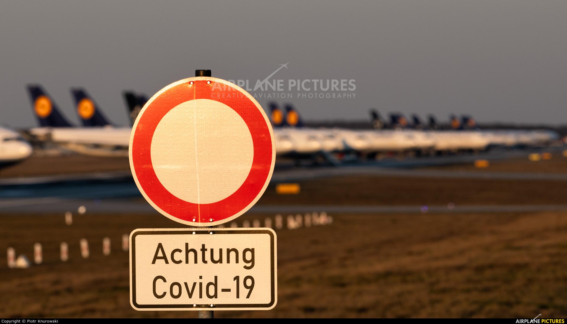 - Airport Overview - aircraft at Frankfurt