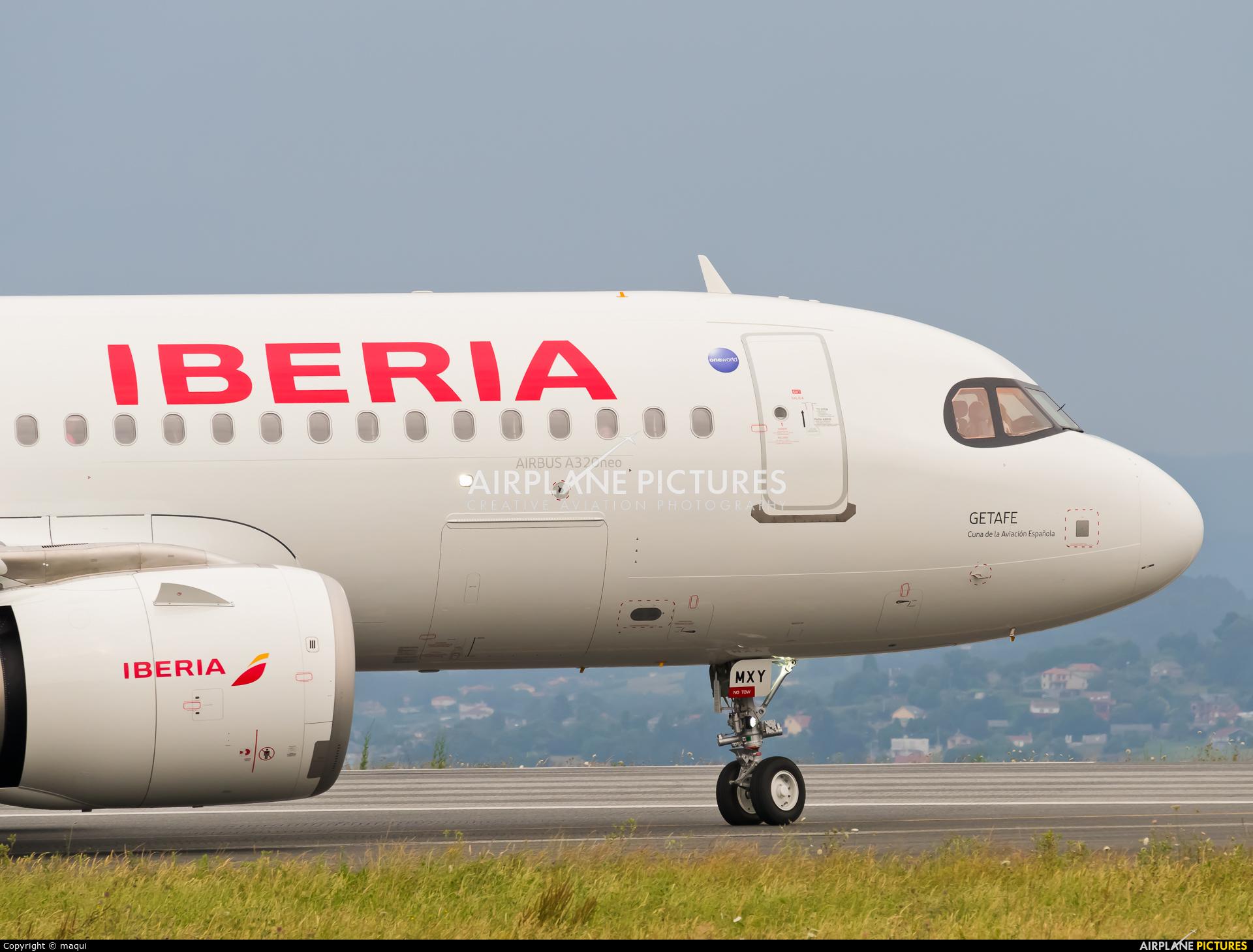 Iberia EC-MXY aircraft at La Coruña