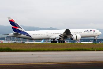 PT-MUC - TAM Boeing 777-300ER