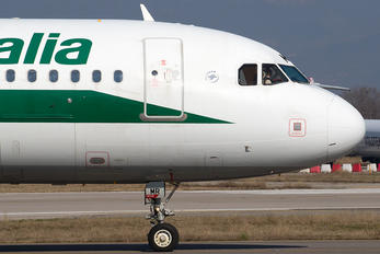 EI-IMR - Alitalia Airbus A319