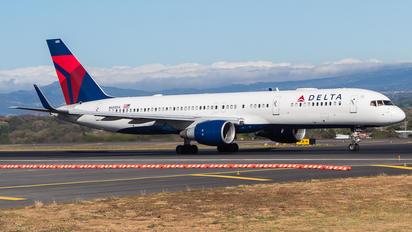 N685DA - Delta Air Lines Boeing 757-200