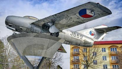 3669 - Czechoslovak - Air Force Mikoyan-Gurevich MiG-15