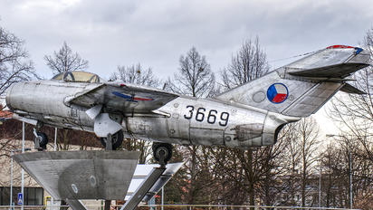 3669 - Czechoslovak - Air Force Mikoyan-Gurevich MiG-15