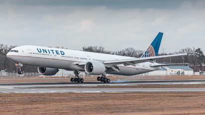 N2644U - United Airlines Boeing 777-300ER