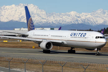 N69063 - United Airlines Boeing 767-400ER