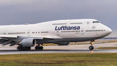 D-ABVS - Lufthansa Boeing 747-400