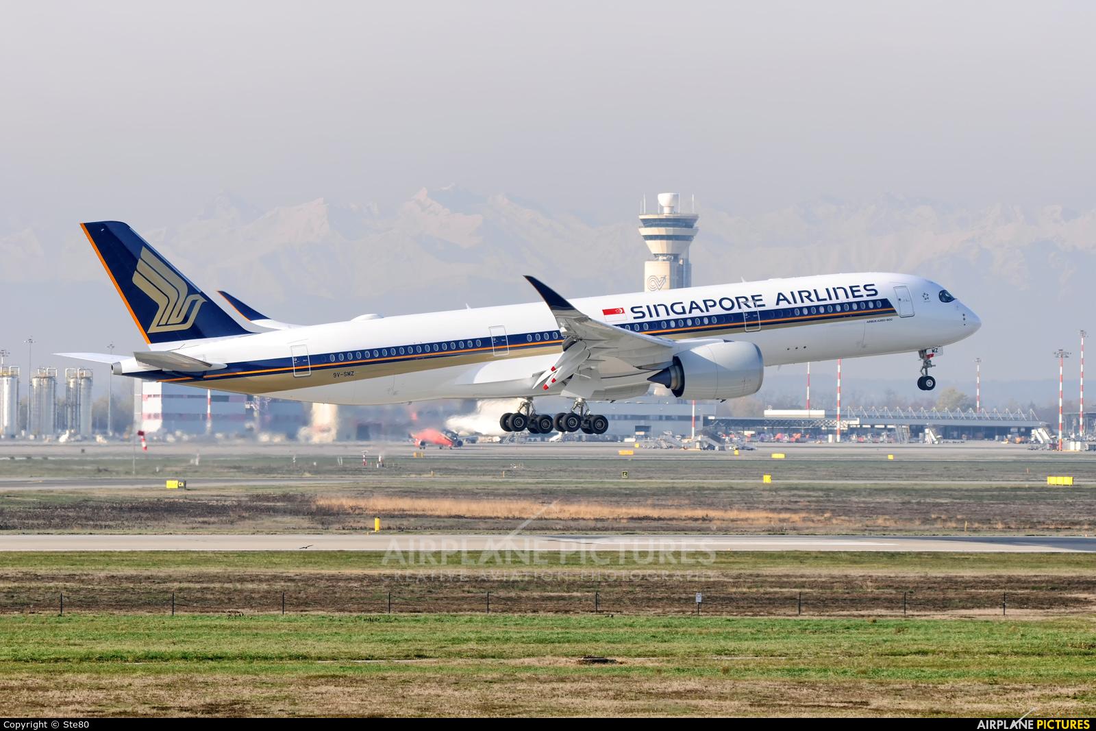 Singapore Airlines 9V-SMZ aircraft at Milan - Malpensa