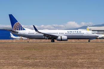 N76526 - United Airlines Boeing 737-800