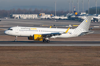 EC-NAV - Vueling Airlines Airbus A320 NEO