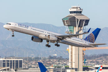 N57862 - United Airlines Boeing 757-300
