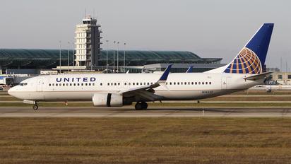 N14237 - United Airlines Boeing 737-800