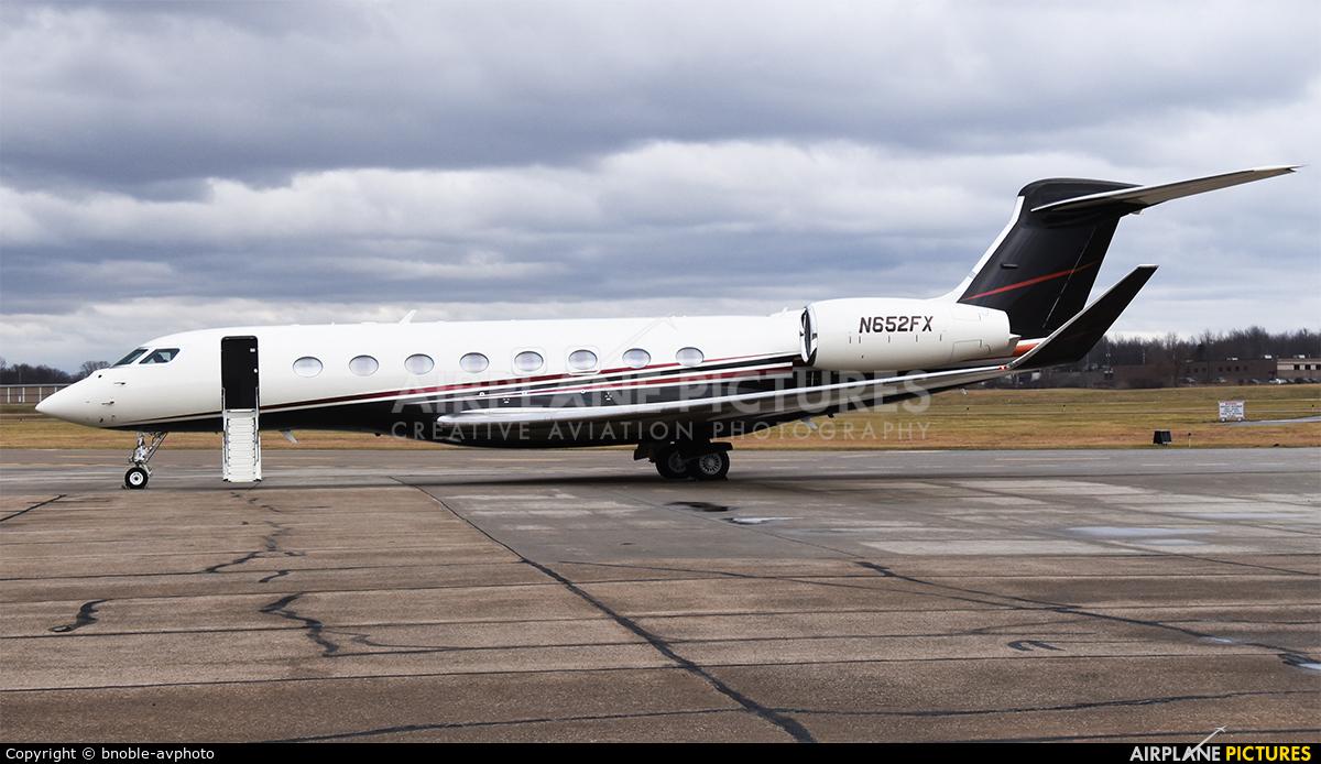 FlexJet N652FX aircraft at Cleveland - Burke Lakefront