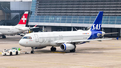 OY-KAM - SAS - Scandinavian Airlines Airbus A320