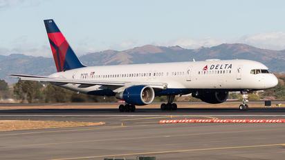 N674DL - Delta Air Lines Boeing 757-200
