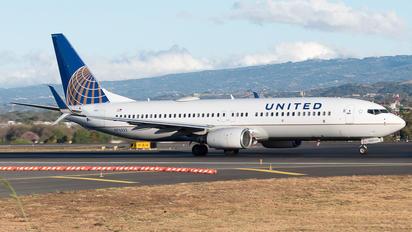 N76522 - United Airlines Boeing 737-800