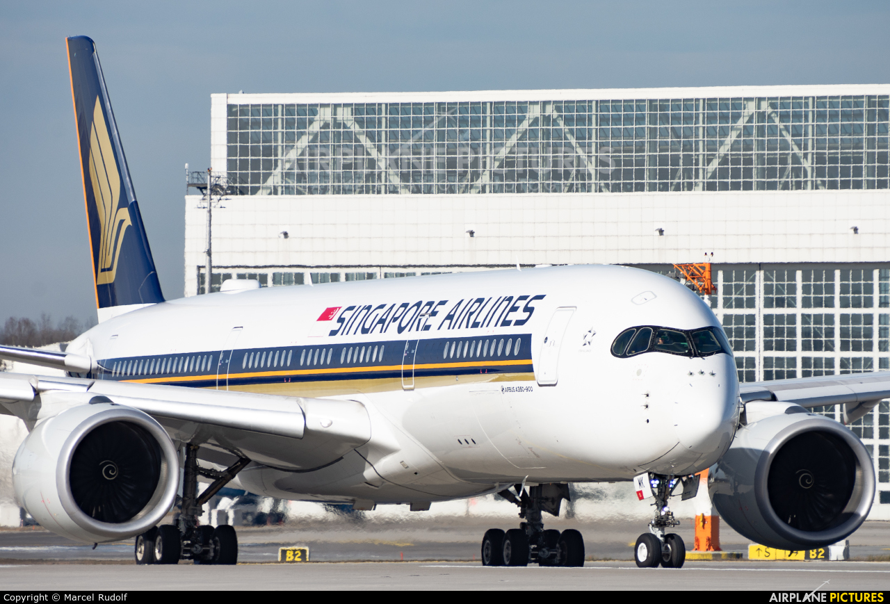 Singapore Airlines 9V-SMK aircraft at Munich