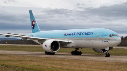 HL8075 - Korean Air Cargo Boeing 777F