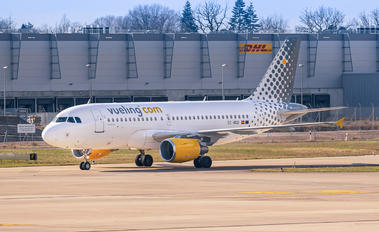 EC-NGB - Vueling Airlines Airbus A319