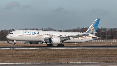 N13954 - United Airlines Boeing 787-9 Dreamliner